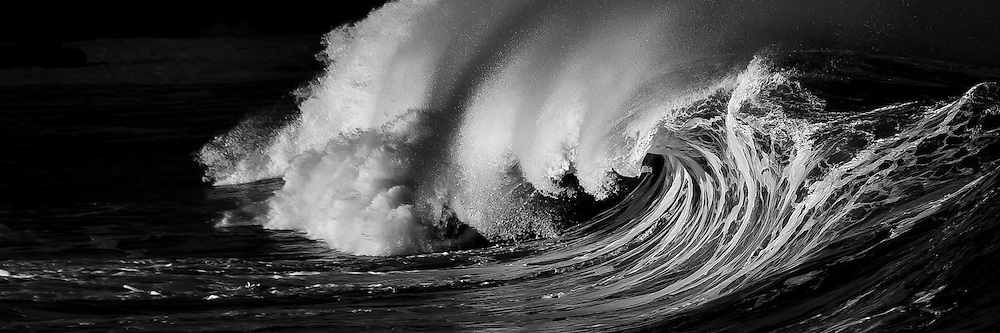 An ominous and powerful shorebreak wave on Oahu's North Shore, Hawaii