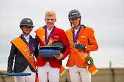 Prijsuitreiking Young Riders 1. Philipp Schulze Topphoff - Concordess Nrw, 2. Paloma Barcelo - Ines, 3. Lars Kersten - H-Cassino<br /> European Championships 2019<br /> © DigiShots