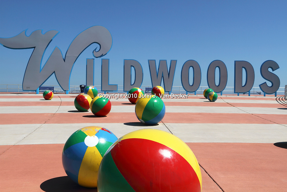 Wildwoods Welcome Sign at the Boardwalk. The Wildwoods are comprised of three towns: Wildwood, Wildwood Crest and North Wildwood and are a popular summer resort just north of Cape May, New Jersey, USA.