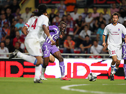 Fode Masare attacks for Toulouse. Toulouse v Trabzonspor, Europa Cup, Second Leg, Stade Municipal, Toulouse, France, 27th August 2009.
