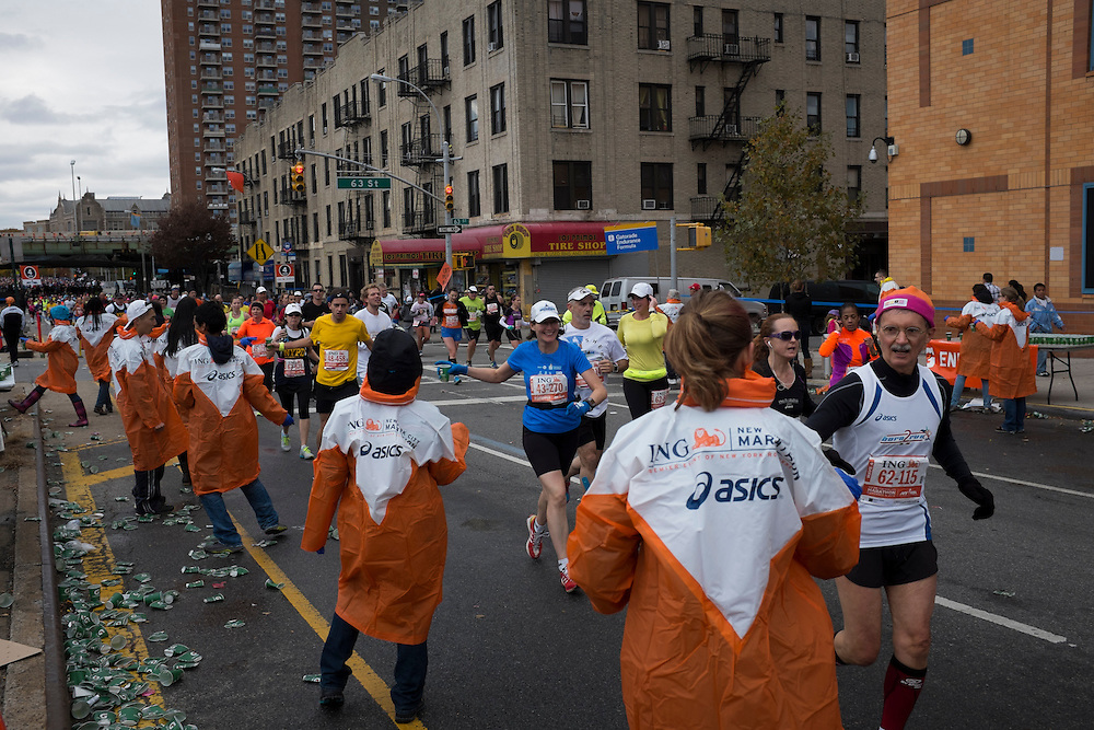 Participants run past a Gatorade stop in the New York City Marathon on 4th Ave in Brooklyn, NY on Sunday, Nov. 3, 2013.<br /> <br /> CREDIT: Andrew Hinderaker for The Wall Street Journal<br /> SLUG: NYSTANDALONE