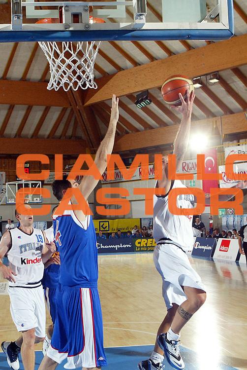 DESCRIZIONE : Bormio Amichevole Italia Serbia<br /> GIOCATORE : Spinelli<br /> SQUADRA : Italia <br /> EVENTO : Bormio Amichevole Italia Serbia <br /> GARA : Italia Serbia <br /> DATA : 16/07/2006 <br /> CATEGORIA : Tiro<br /> SPORT : Pallacanestro <br /> AUTORE : Agenzia Ciamillo-Castoria/G.Cottini