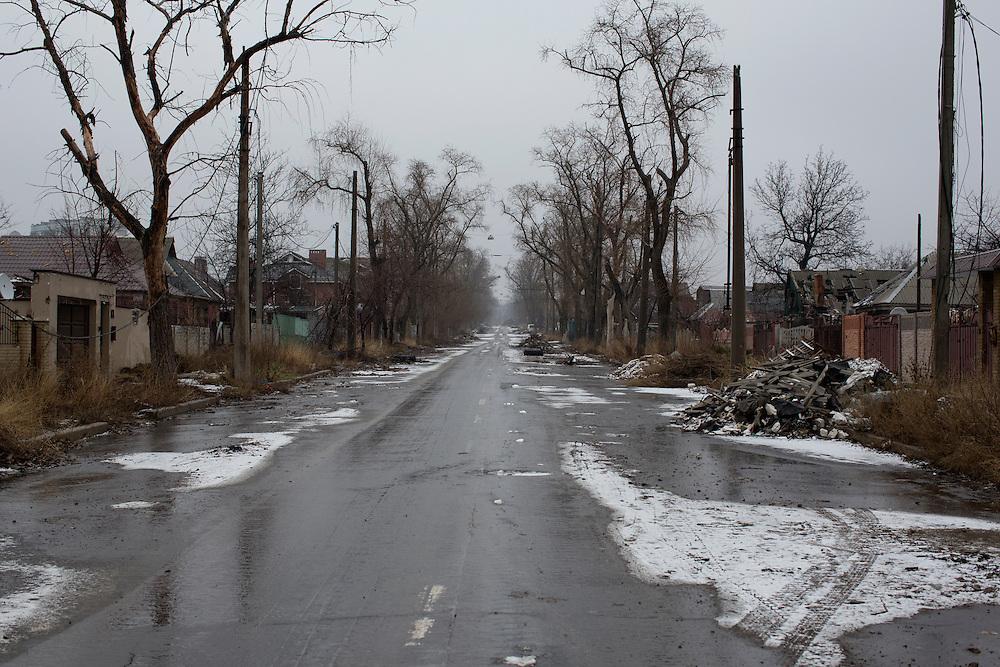 Ukraina<br /> <br /> Gatorna gapar tomma i Spartak utanf&ouml;r Donetsk. Inga m&auml;nniskor bor kvar h&auml;r och de flesta husen &auml;r f&ouml;rst&ouml;rda av kriget.<br /> <br /> Photo: Niclas Hammarstr&ouml;m