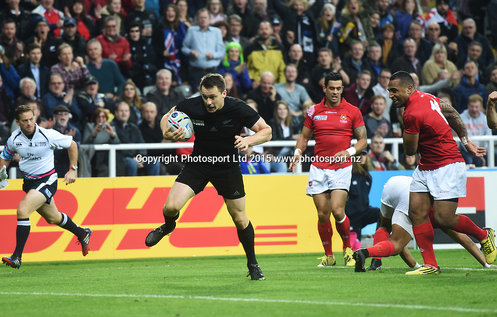 Ben Smith scores a try during the New Zealand All Blacks v Tonga Rugby World Cup 2015 match. St James' Park in Newcastle. UK. Friday 9 October 2015. Copyright Photo: Andrew Cornaga / www.Photosport.nz