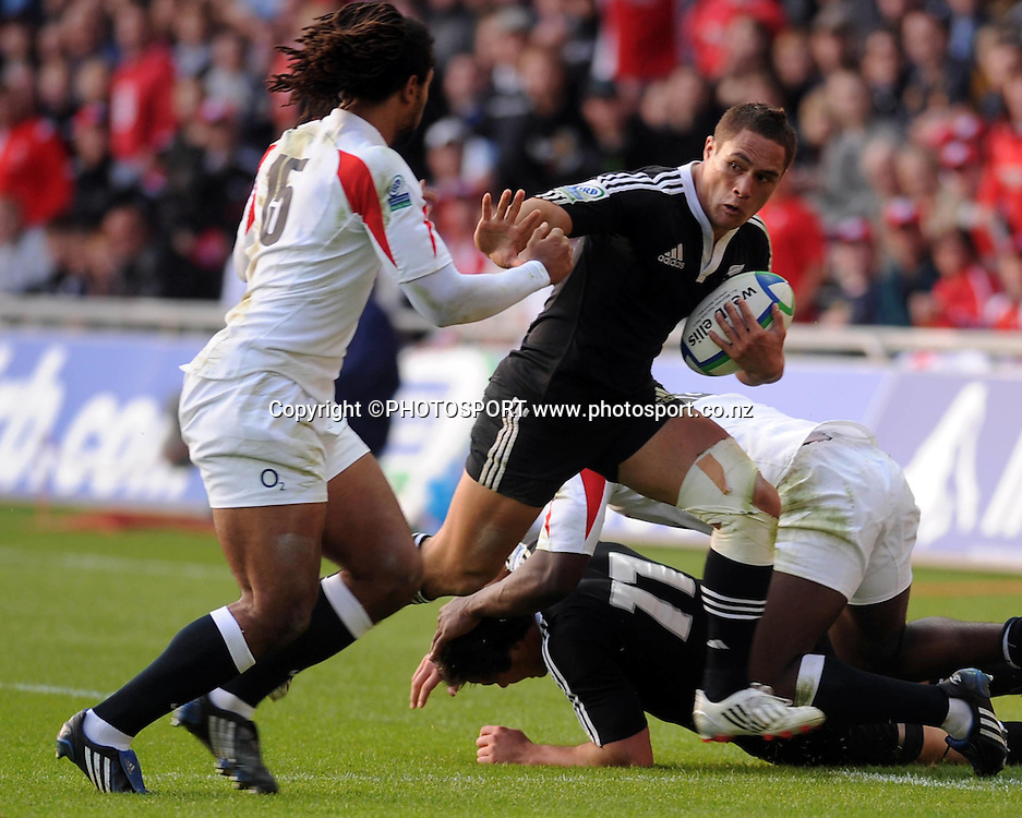 New Zealand's Jackson Willison looks for a way past England's Noah Cato. IRB Junior World Championship Final, New Zealand Under 20 v England Under 20, Sunday 22 June 2008. Photo: Huw Evans Picture Agency/PHOTOSPORT