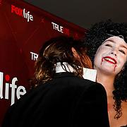 NLD/Amsterdam/20100327 - Inloop Vampireball - True Blood, Nicolette Kluijver word gebeten door Tygo Gernandt