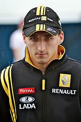 O piloto polonês Robert Kubica ao chegar para o Grande Prémio do Brasil de Fórmula 1, em Interlagos, São Paulo. FOTO: Jefferson Bernardes/Preview.com