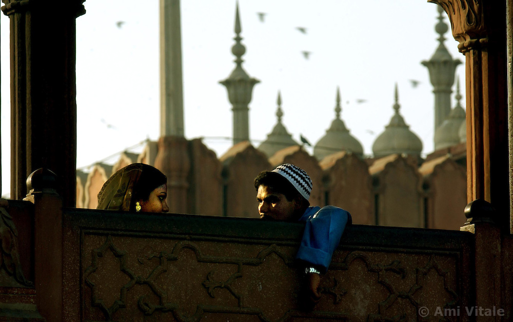 Muslim sit atop the Jamia Masjid, or Grand Mosque, the first day of the Muslim Eid al-Fitr holiday marking the end of the holy month of Ramadan in Delhi, India December 17, 2001.  (Ami Vitale)