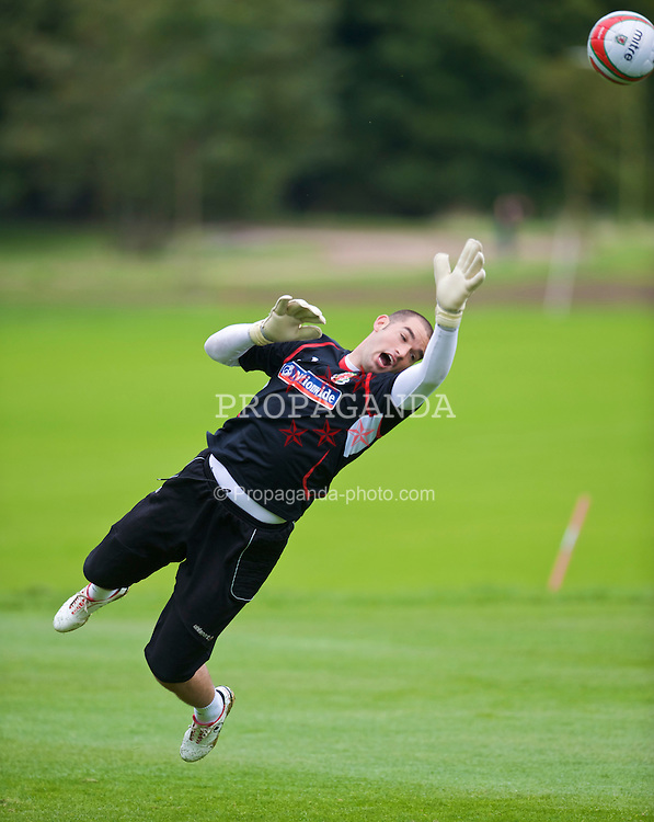 CARDIFF, WALES - Tuesday, September 8, 2009: Wales' goalkeeper Boaz Myhill training at the Vale of Glamorgan Hotel ahead of the FIFA World Cup Qualifying Group 3 match against Russia. (Pic by David Rawcliffe/Propaganda)