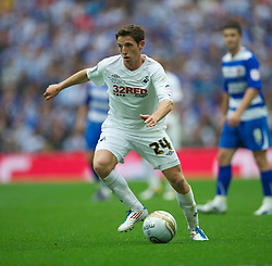LONDON, ENGLAND - Saturday, May 30, 2011: Swansea City's Joe Allen in action against Reading during the Football League Championship Play-Off Final match at Wembley Stadium. (Photo by David Rawcliffe/Propaganda)