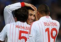 Fotball<br /> Tyskland<br /> Foto: Witters/Digitalsport<br /> NORWAY ONLY<br /> <br /> 22.03.2009<br /> <br /> Jubel 0:2 v.l. Joris Mathijsen, Torschuetze Paolo Guerrero, Jerome Boateng HSV<br /> Bundesliga FC Schalke 04 - Hamburger SV 1:2