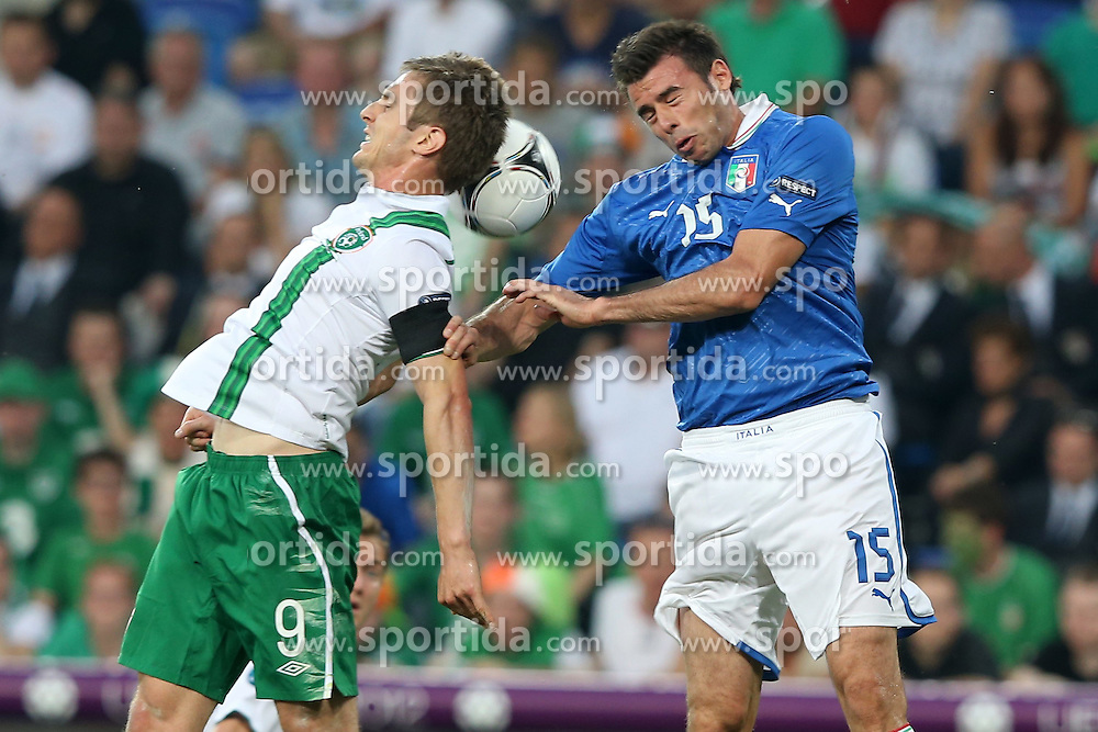 18.06.2012, Staedtisches Stadion, Posen, POL, UEFA EURO 2012, Italien vs Irland, Gruppe C, im Bild KEVIN DOYLE (L) ANDREA BARZAGLI (P) // during the UEFA Euro 2012 Group C Match between Italy and Ireland at the Municipal Stadium Poznan, Poland on 2012/06/18. EXPA Pictures © 2012, PhotoCredit: EXPA/ Newspix/ Mateusz Trzuskowski..***** ATTENTION - for AUT, SLO, CRO, SRB, SUI and SWE only *****