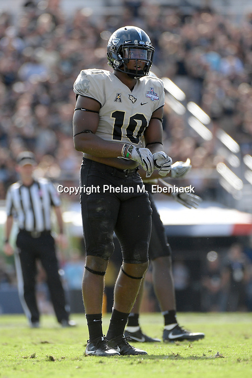 Central Florida linebacker Titus Davis (10) sets up for a play during the first half of the American Athletic Conference championship NCAA college football game against Memphis Saturday, Dec. 2, 2017, in Orlando, Fla. (Photo by Phelan M. Ebenhack)