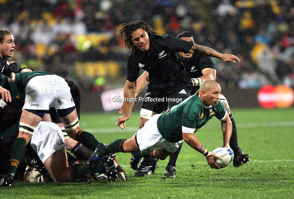 Springbok halfback Ricky Januarie gets his pass away under the watchful eye of Rodney So'oialo. Philips Tri Nations, All Blacks vs South Africa, Westpac Stadium, Wellington, New Zealand, Saturday 5 July 2008. Photo: Marc Weakley/PHOTOSPORT