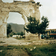 June 1995<br /> In the 1980s, Paghman became a mujahideen stronghold. During the fierce engagements fought against the Soviet-backed leftist government in Kabul, the Victory Arch was severely damaged.