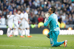25.01.2014, Estadio Santiago Bernabeu, Madrid, ESP, Primera Division, Real Madrid vs FC Granada, 21. Runde, im Bild Granada´s goalkeeper Roberto complains while Real Madrid´s players celebrate, goal // Granada´s goalkeeper Roberto complains while Real Madrid´s players celebrate, goal during the Spanish Primera Division 21st round match between Real Madrid CF and Granada FC at the Estadio Santiago Bernabeu in Madrid, Spain on 2014/01/25. EXPA Pictures © 2014, PhotoCredit: EXPA/ Alterphotos/ Victor Blanco<br /> <br /> *****ATTENTION - OUT of ESP, SUI*****