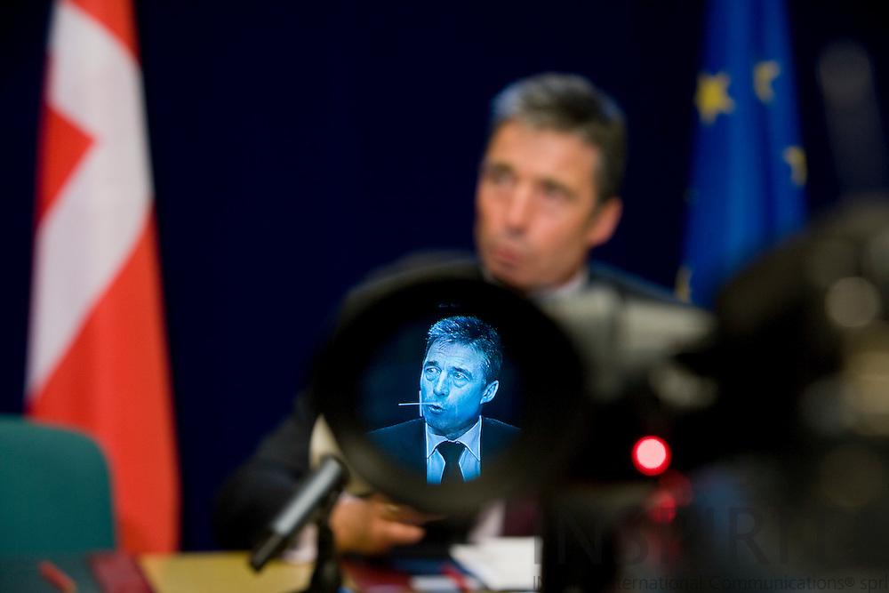 BRUSSELS - BELGIUM - 01 MARCH 2009 --  Statsminister Anders Fogh RASMUSSEN under den nationale presse briefing efter det korte ekstraordinære EU-Topmøde om finanskrisen.  Photo: Erik Luntang