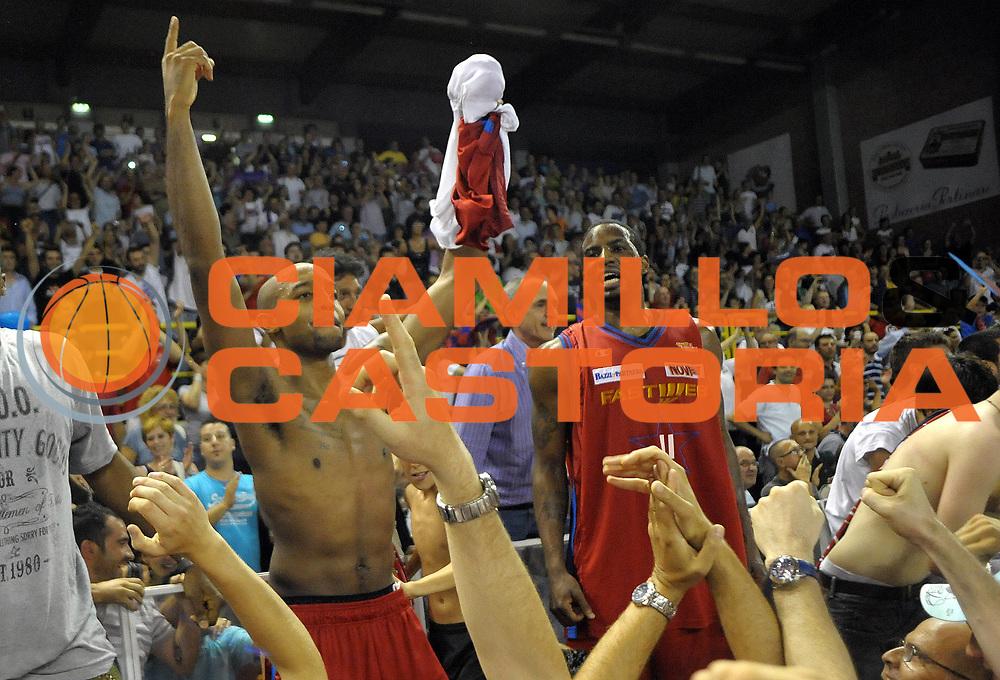 DESCRIZIONE : Casale Monferrato Lega Basket A2 2010-11 Playoff Finale Gara 5  Fastweb Casale Monferrato Umana Reyer Venezia<br /> GIOCATORE : <br /> CATEGORIA : Jr Richard Hickman Donell Taylor<br /> SQUADRA : Fastweb Casale Monferrarto <br /> EVENTO : Campionato Lega A2 2010-2011<br /> GARA : Fastweb Casale Monferrato Umana Reyer Venezia<br /> DATA : 23/06/2011<br /> SPORT : Pallacanestro <br /> AUTORE : Agenzia Ciamillo-Castoria/ L.Goria<br /> Galleria : Lega Basket A2 2010-2011 <br /> Fotonotizia : Casale Monferrato Lega Basket A2 2010-11 Playoff Finale Gara 5  Fastweb Casale Monferrato Umana Reyer Venezia<br /> Predefinita :