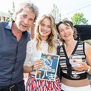 NLD/Amsterdam/20160509 - Boekpresentatie 'Het boek van Jet', Matthijs van Nieuwkerk en dochter Jet van Nieuwkerk en haar moeder Karin van Munster