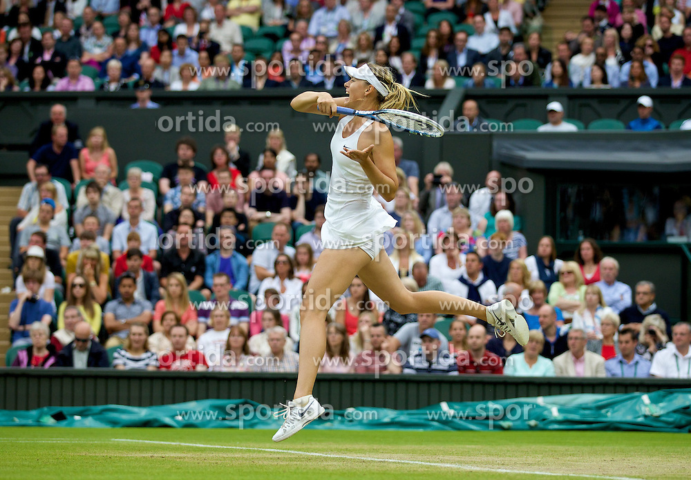 28.06.2014, All England Lawn Tennis Club, London, ENG, WTA Tour, Wimbledon, im Bild Maria Sharapova (RUS) during her Ladies' Singles 3rd Round victory 6-3, 6-0 on day six // 15065000 during the Wimbledon Championships at the All England Lawn Tennis Club in London, Great Britain on 2014/06/28. EXPA Pictures &copy; 2014, PhotoCredit: EXPA/ Propagandaphoto/ David Rawcliffe<br /> <br /> *****ATTENTION - OUT of ENG, GBR*****