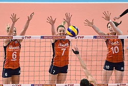 06-01-2016 TUR: European Olympic Qualification Tournament Turkije - Nederland, Ankara<br /> Nederland start sterk en pakt de eerste set / Blok Maret Balkestein-Grothues #6, Quinta Steenbergen #7, Lonneke Sloetjes #10