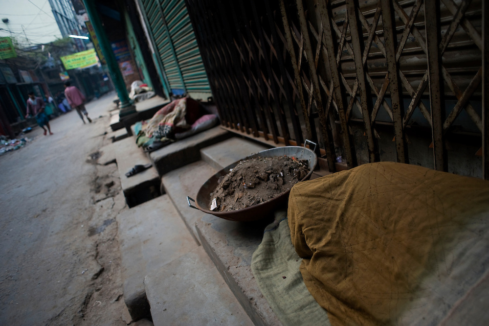 Shakari bazaar, Dhaka. It is midnight. Mohamed Nuru and his men wait for the streets to empty in order to start working.  They are &lsquo;nehari wallahs&rsquo; or dust diggers.<br />