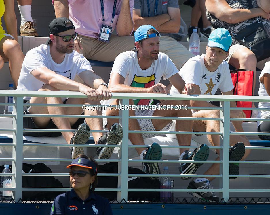 MONA BARTHEL Team Trainer Christopher Kas und Oliver Pocher sitzen auf der Tribuene.<br /> <br /> Tennis - US Open 2016 - Grand Slam ITF / ATP / WTA -  Flushing Meadows - New York - New York - USA  - 29 August 2016.