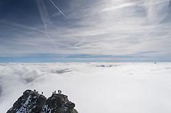 THEMENBILD - Der Großglockner ist mit 3798 m ü.A. der höchste Berg Österreichs und ein beliebtes Ziel zahlreicher Bergsteiger. Er befindet sich in der Glocknergruppe in den Hohen Tauern. Aufgenommen am Samstag den 01.10.2016 in Tirol / Kärnten, Österreich // Grossglockner (3798 m) is the highest mountain of austria and is located in the Hohe Tauern mountain range which is part of the central eastern alps. Tyrol / Carinthia, Austria on 2016/10/01. EXPA Pictures © 2016, PhotoCredit: EXPA/ Michael Gruber