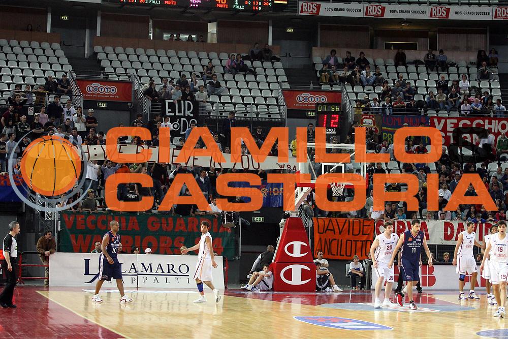 DESCRIZIONE : Roma Lega A1 2005-06 Lottomatica Virtus Roma Angelico Biella <br />GIOCATORE : Tifosi<br />SQUADRA : Lottomatica Virtus Roma <br />EVENTO : Campionato Lega A1 2005-2006 <br />GARA : Lottomatica Virtus Roma Angelico Biella <br />DATA : 02/04/2006 <br />CATEGORIA : Tifosi<br />SPORT : Pallacanestro <br />AUTORE : Agenzia Ciamillo-Castoria/G.Ciamillo