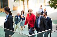 DEU, Deutschland, Germany, Berlin, 20.07.2018: Sommerpressekonferenz von Bundeskanzlerin Dr. Angela Merkel (CDU) in der Bundespressekonferenz zu aktuellen Themen der Innen- und Aussenpolitik. Hier mit Dr. Gregor Mayntz (R), Vorsitzender der Bundespressekonferenz.