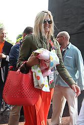 29-07-2012 WIELRENNEN: OLYMPISCHE SPELEN 2012 WEGWEDSTRJD VROUWEN: LONDEN<br /> Marianne Vos pak op meer dan indrukwekkende wijze de olympische titel in de wegwedstrijd / Direct na de finish stonden kroonprins Willem-Alexander, prinses Maxima en hun drie dochters klaar om de Brabantse te feliciteren.<br /> ©2012-FotoHoogendoorn.nl