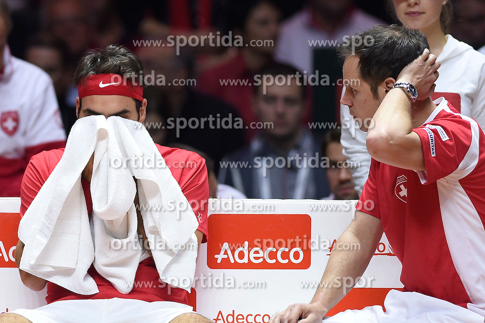 21.11.2014, Stade Pierre Mauroy, Lille, FRA, Davis Cup Finale, Frankreich vs Schweiz, im Bild Roger Federer (SUI) und Captain Severin Luethi (SUI) // during the Davis Cup Final between France and Switzerland at the Stade Pierre Mauroy in Lille, France on 2014/11/21. EXPA Pictures &copy; 2014, PhotoCredit: EXPA/ Freshfocus/ Valeriano Di Domenico<br /> <br /> *****ATTENTION - for AUT, SLO, CRO, SRB, BIH, MAZ only*****