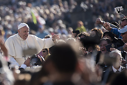 October 19, 2016 - Vatican City, Vatican - Pope Francis kisses a child from the crowd as he is driven around St. Peter's Square ahead of his weekly general audience, at the Vatican, Wednesday, Oct. 19, 2016. (Credit Image: © Massimo Valicchia/NurPhoto via ZUMA Press)