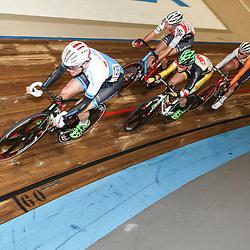 27-12-2014: Wielrennen: NK Baanwielrennen: Apeldoorn Didier Caspers (135) pakt de titel op de puntenkoers