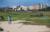 AMSTELVEEN - Golfcentrum Amsteldijk. bunkers  Hole 7 met KPMG kantoor op de achtergrond. COPYRIGHT KOEN SUYK