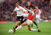 Silvinho (Arsenal) Alex Rae (Sunderland). Arsenal 2:2 Sunderland. FA Carling Premiership, 30/12/2000. Credit Colorsport / Stuart MacFarlane.