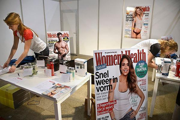 Nederland, Utrecht, 25-1-2014Bezoekers en stands op de gezondheidsbeurs. De beelden respecteren de privacy van de bezoekers.De nieuwste gezondheidstrends en informatie over gezond leven met fruitdrankjes, oogmetingen, checkups, massage,medicinale kruiden, kruidenthee, zelftests, handlezen en nog veel meer....glossy,magazine,womens health, mens healthe, schoonheidideaal, mooi lijfFoto: Flip Franssen