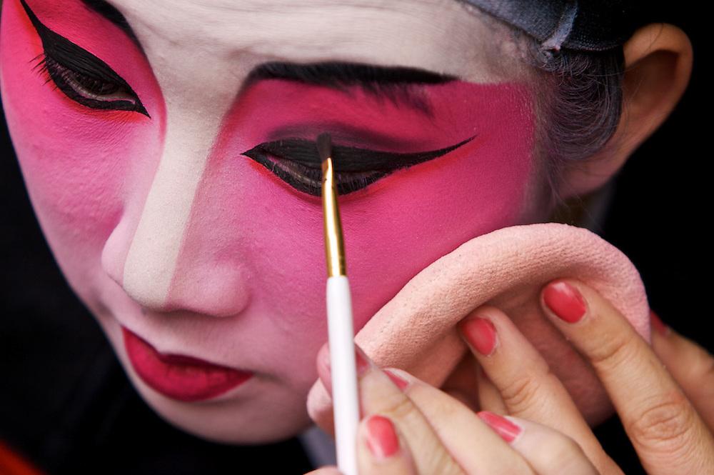 Cantoneese Opera Actor KNAN WAI SHAM JULIANA.tel +852 966 12997.her boyfriend:.Martin +852 60774045.martin_3277@yahoo.com
