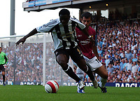 Photo: Olly Greenwood.<br />West Ham United v Newcastle United. The Barclays Premiership. 17/09/2006. Newcastle's Obafemi Martins and West Ham's Javier Mascherano