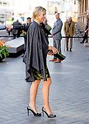 """Koningin Maxima houdt woensdag 20 april de openingstoespraak bij het tweedaagse symposium 'The Netherlands-OECD Global Symposium on Financial Resilience Throughout Life' in de Beurs van Berlage in Amsterdam. Deze conferentie is een initiatief van het International Network on Financial Education (INFE) van de Organisatie voor Economische Samenwerking en Ontwikkeling (OESO) en platform Wijzer in geldzaken. <br /> <br /> Queen Maxima hold Wednesday, April 20 the opening speech at the two-day symposium """"The Netherlands-OECD Global Symposium on Financial Resilience Throughout Life 'at the Beurs van Berlage in Amsterdam. This conference is an initiative of the International Network on Financial Education (INFE) of the Organisation for Economic Co-operation and Development (OECD) and platform Wiser in money matters. <br /> <br /> Op de foto / On the Photo:  Koningin Maxima tijdens de aankomt bij de Beurs van Berlage / Queen Maxima during the arrival at the Beurs van Berlage"""