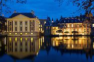 Foto: Gerrit de Heus. Den Haag. 27-10-2015. Avondopnames. Mauritshuis en Binnenhof aan de Hofvijver.