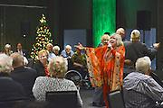 Nederland, Nijmegen, 20-12-2016Willeke Alberti treedt op voor eenzame ouderen die een kerstdiner hebben gegeten in van der Valk van het nationaal ouderenfonds .Foto: Flip Franssen