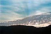 Spanje, Tarifa, 7-6-2006..Windmolens, windmolenpark op de heuvels bij Tarifa aan de zuidkust. Windenergie, alternatieve, schone energie, klimaatsverandering, milieu, klimaatverdrag Kyoto, co2 uitstoot, olie..Foto: Flip Franssen