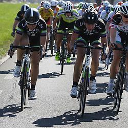 19-04-2015: Wielrennen: Ronde van Gelderland vrouwen: Apeldoorn<br /> APELDOORN (NED) wielrennen De vijftigste ronde van Apeldoorn werd verreden onder te mooie weersomstandigheden. In het Ordenbos eindigde de wedstrijd in een massasprint. Amy Pieters, Willeke Knol en Julie Leth voeren het tempo op