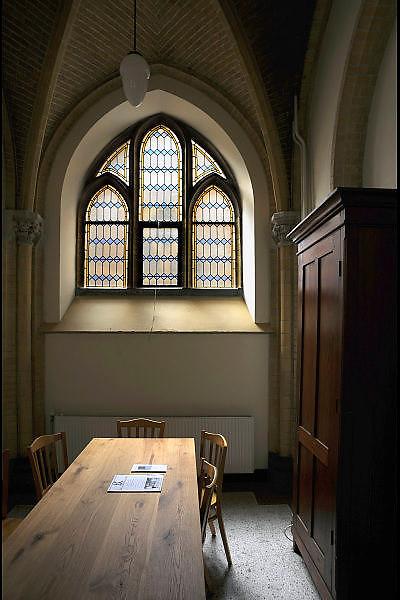 Nederland, Ubbergen, 20-4-2010Licht valt door een raam in een ruimte van de kerk in een klooster.associatie.Light falls through a window in a church.Association.Foto: Flip Franssen/Hollandse Hoogte
