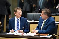 DEU, Deutschland, Germany, Berlin, 02.02.2018: Sachsens Ministerpräsident Michael Kretschmer  (CDU) und Sachsens Wirtschaftsminister Martin Dulig (SPD) vor einer Sitzung im Bundesrat.