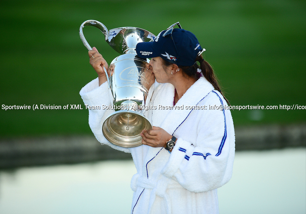 April 3, 2016: Lydia Ko of New Zealand, World #1 and 2016 ANA Inspiration Champion celebrates with her Caddie Jason Hamilton, her Mom and Sister upon completion of the final round of the ANA Inspiration LPGA Golf Tournament at the Mission Hills Country Club, in Rancho Mirage, Ca.<br /> (Photo by Bruce Sherwood/Icon Sportswire)