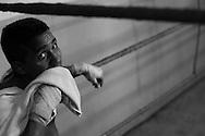 """El boxeador venezolano, Lorenzo """"Lencho"""" Parra durante un entrenamiento en el gimnasio Vega Box de Quinta Crespo, Caracas. (ivan gonzalez)"""