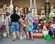 Le marché de Piata Centrala, est une bonne occasion d'enter en contact dans le quotidien poupulaire moldave.