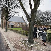 Nederland, Meliskerke , 14 februari 2010..De merendeels sterk gereformeerde bewoners van het Zeelandse dorpje Meliskerke na de zondagochtend kerkdienst..De grootste Politieke Partij is de SGP....Foto:Jean-Pierre Jans